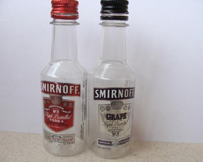 Бутылочки в коллекцию. 0, 05 л.  Пустые . № 10