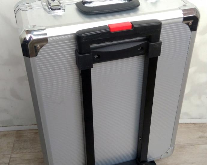 Професійний набір інструментів у зручній валізі на колесах