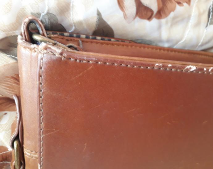 Коричневая сумка на длинной ручке