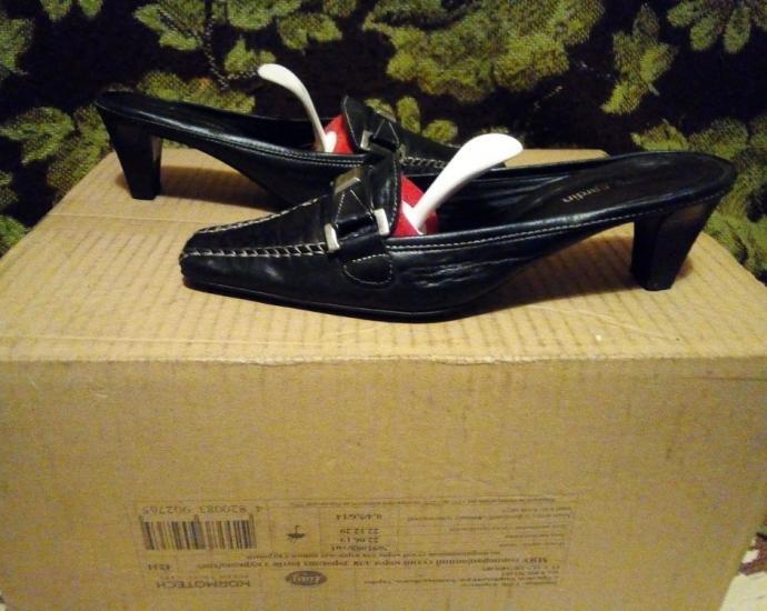 Женские фирменные кожаные шлепанцы Pierre Cardin .в хорошем состоянии.размер 37.