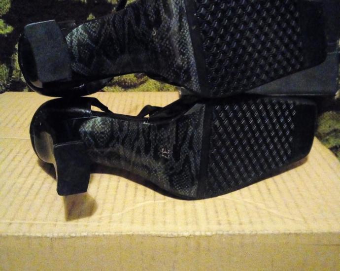 Новые туфли.в идеальном состоянии. размер 37.стелька 23,5 см.