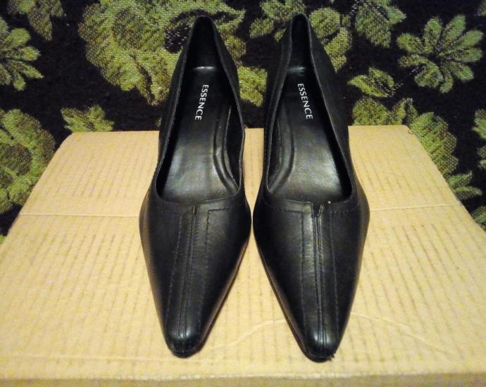 Фирменные кожаные туфли Essence.в хорошем состоянии.размер 41,5.стелька 26,7 см.